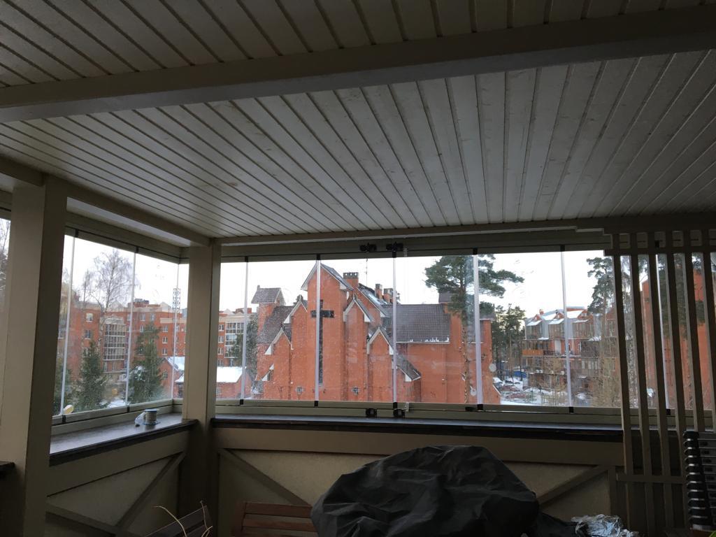 Безрамное остекление Lasfin для балкона