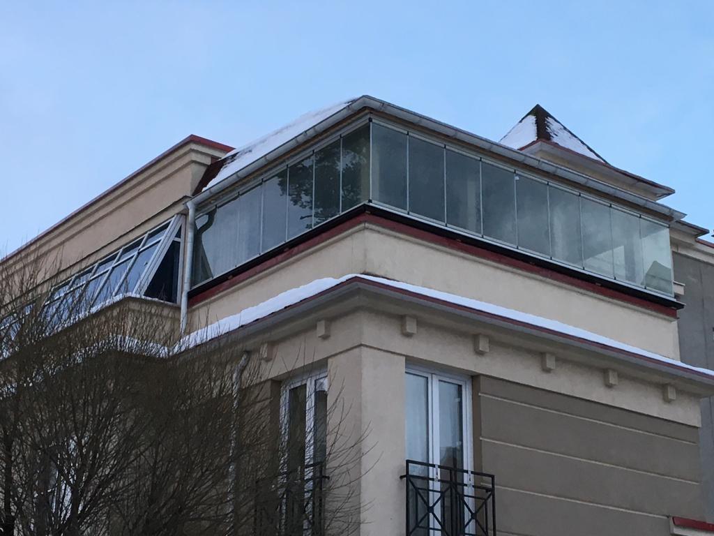 остекление балкона безрамной системой