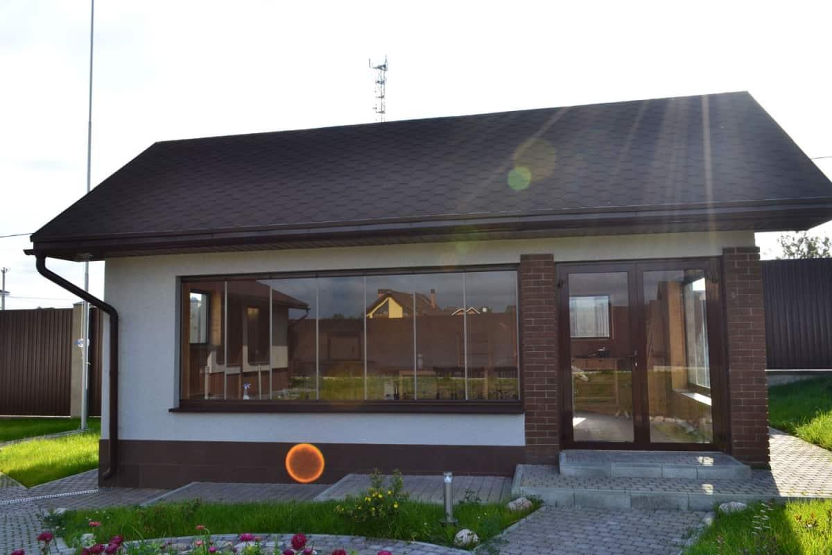 Остекление террасы в деревянном доме