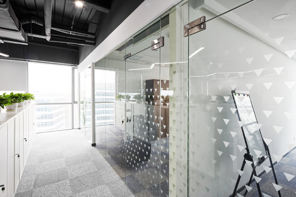 Интерьерные перегородки из стекла