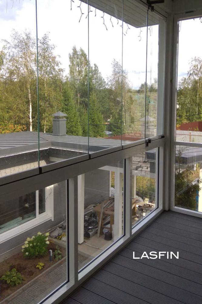 Безрамное остекление балкона в коттедже, Колтуши